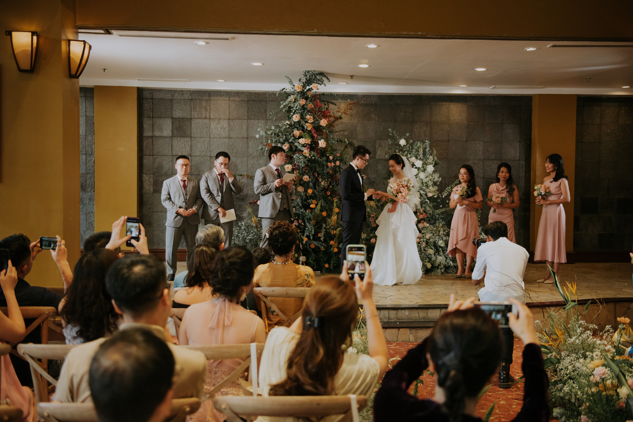 https://huk.s3.amazonaws.com/uploads/image/source/1406/Phuong-Diep-HN-Ceremony-1-0457.JPG