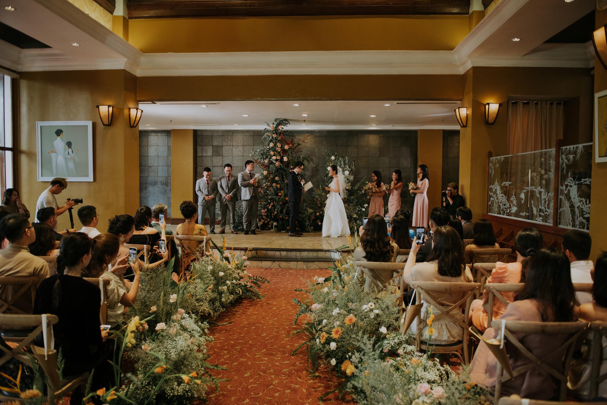 https://huk.s3.amazonaws.com/uploads/image/source/1410/Phuong-Diep-HN-Ceremony-1-0491.JPG