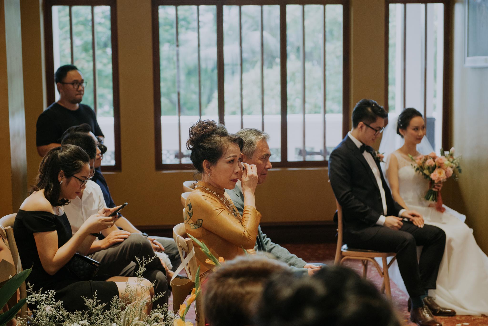 https://huk.s3.amazonaws.com/uploads/image/source/1425/Phuong-Diep-HN-Ceremony-1-0656.JPG