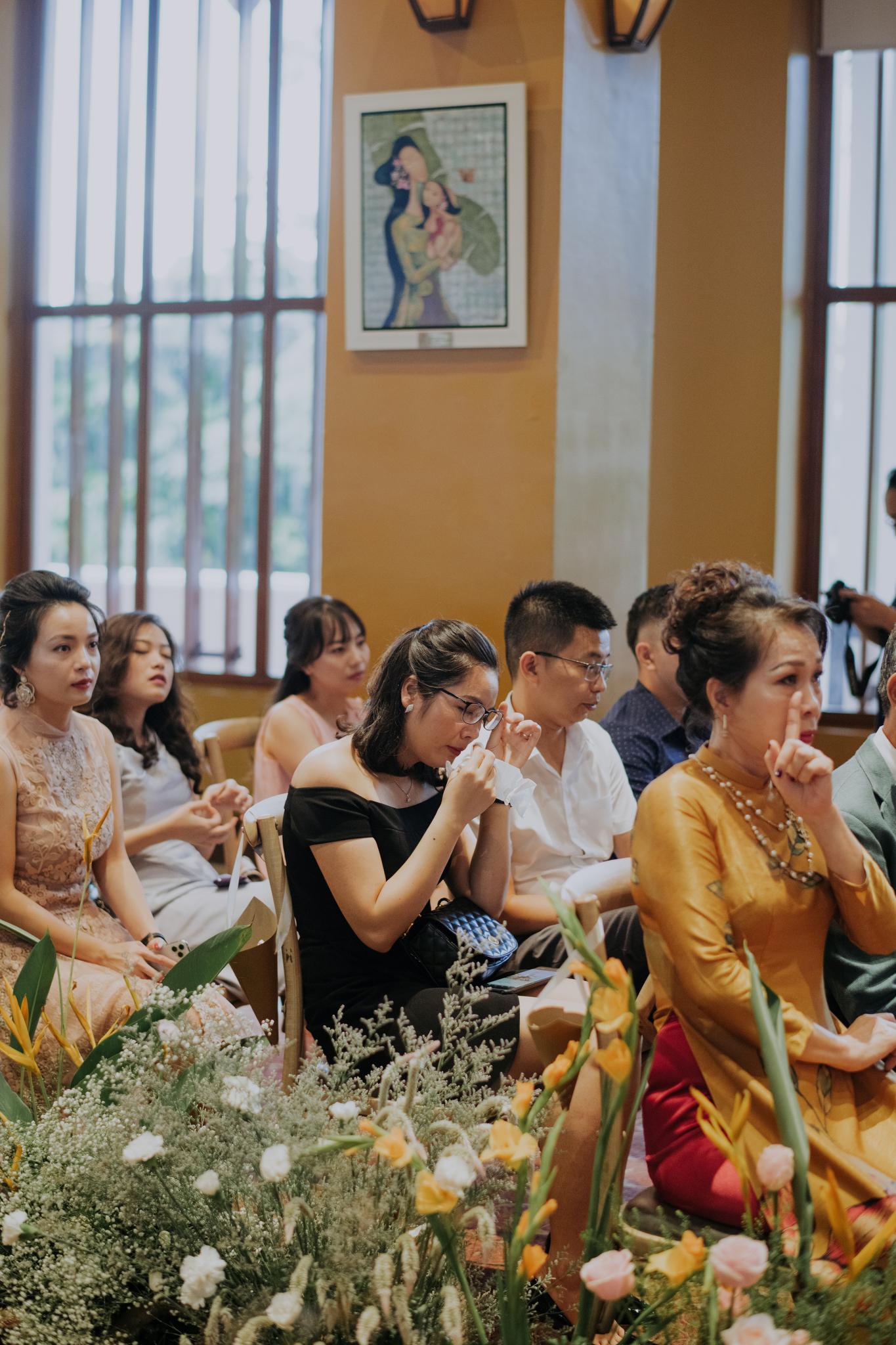 https://huk.s3.amazonaws.com/uploads/image/source/1426/Phuong-Diep-HN-Ceremony-1-0658.JPG