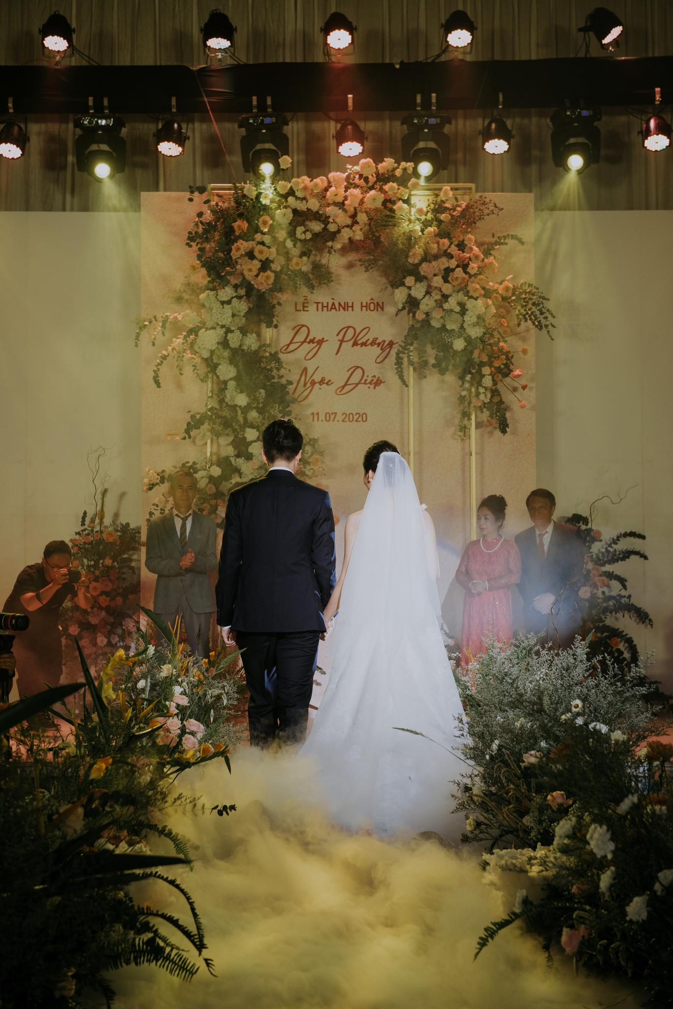 https://huk.s3.amazonaws.com/uploads/image/source/1440/Phuong-Diep-HN-Ceremony-2-0138.JPG