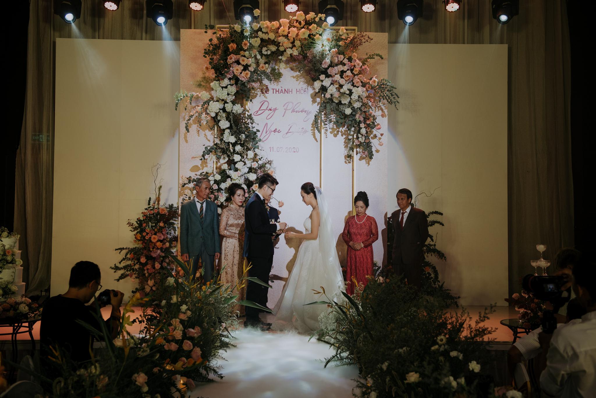 https://huk.s3.amazonaws.com/uploads/image/source/1442/Phuong-Diep-HN-Ceremony-2-0150.JPG