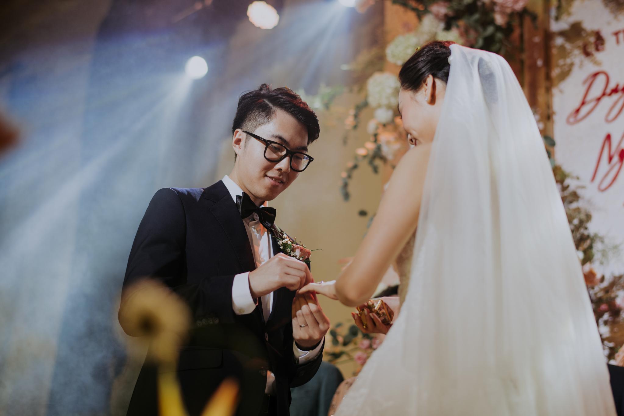 https://huk.s3.amazonaws.com/uploads/image/source/1443/Phuong-Diep-HN-Ceremony-2-0156.JPG
