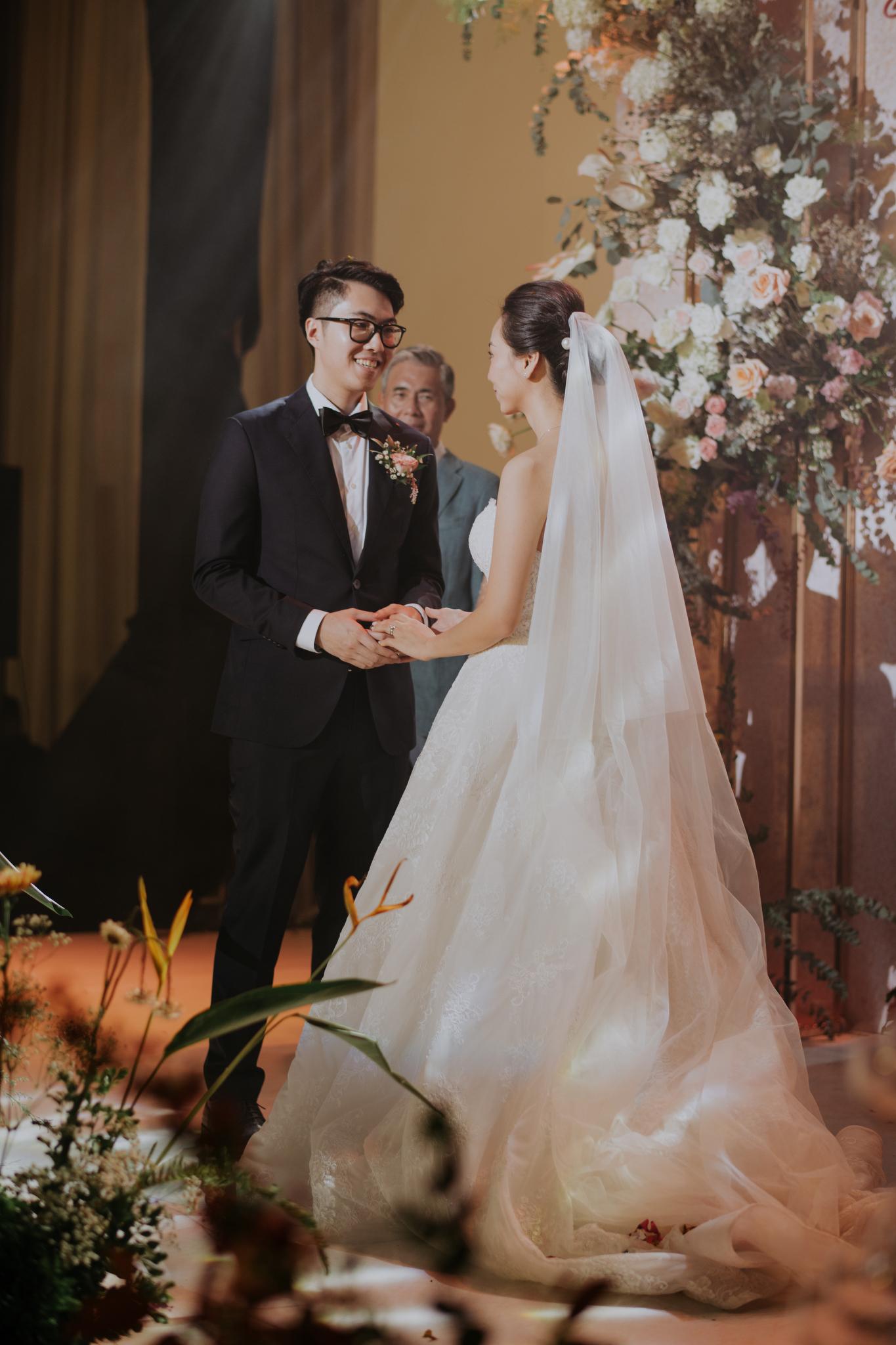 https://huk.s3.amazonaws.com/uploads/image/source/1444/Phuong-Diep-HN-Ceremony-2-0165.JPG