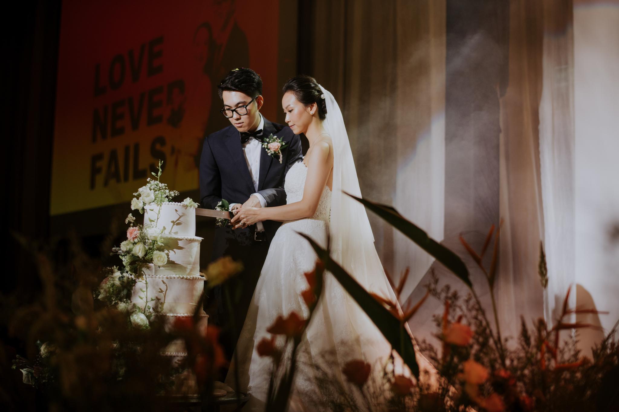 https://huk.s3.amazonaws.com/uploads/image/source/1445/Phuong-Diep-HN-Ceremony-2-0179.JPG