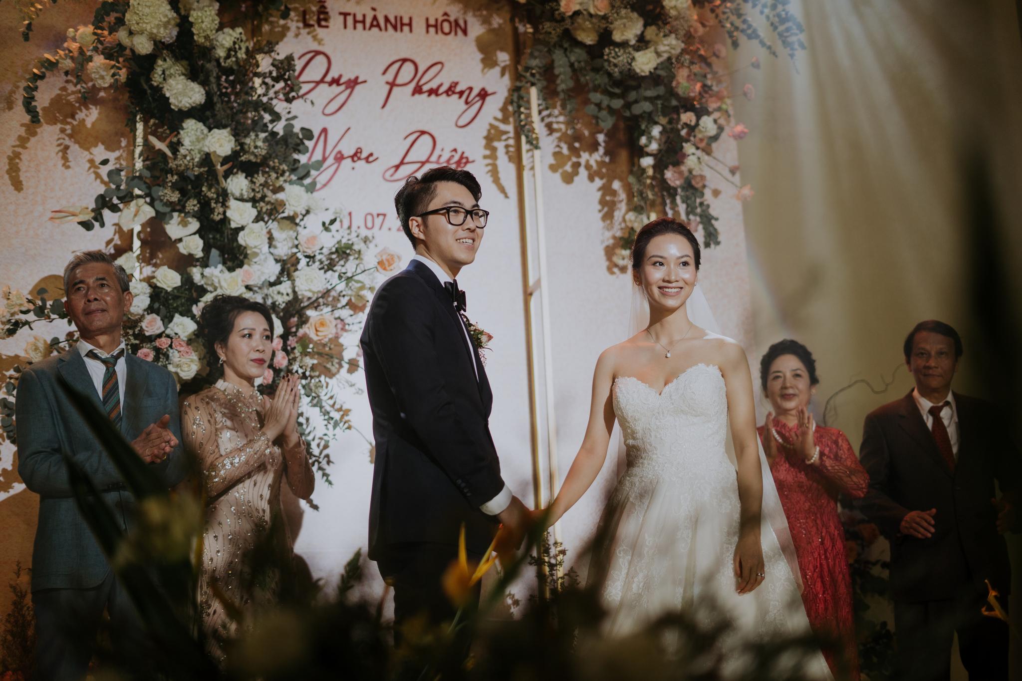 https://huk.s3.amazonaws.com/uploads/image/source/1447/Phuong-Diep-HN-Ceremony-2-0187.JPG