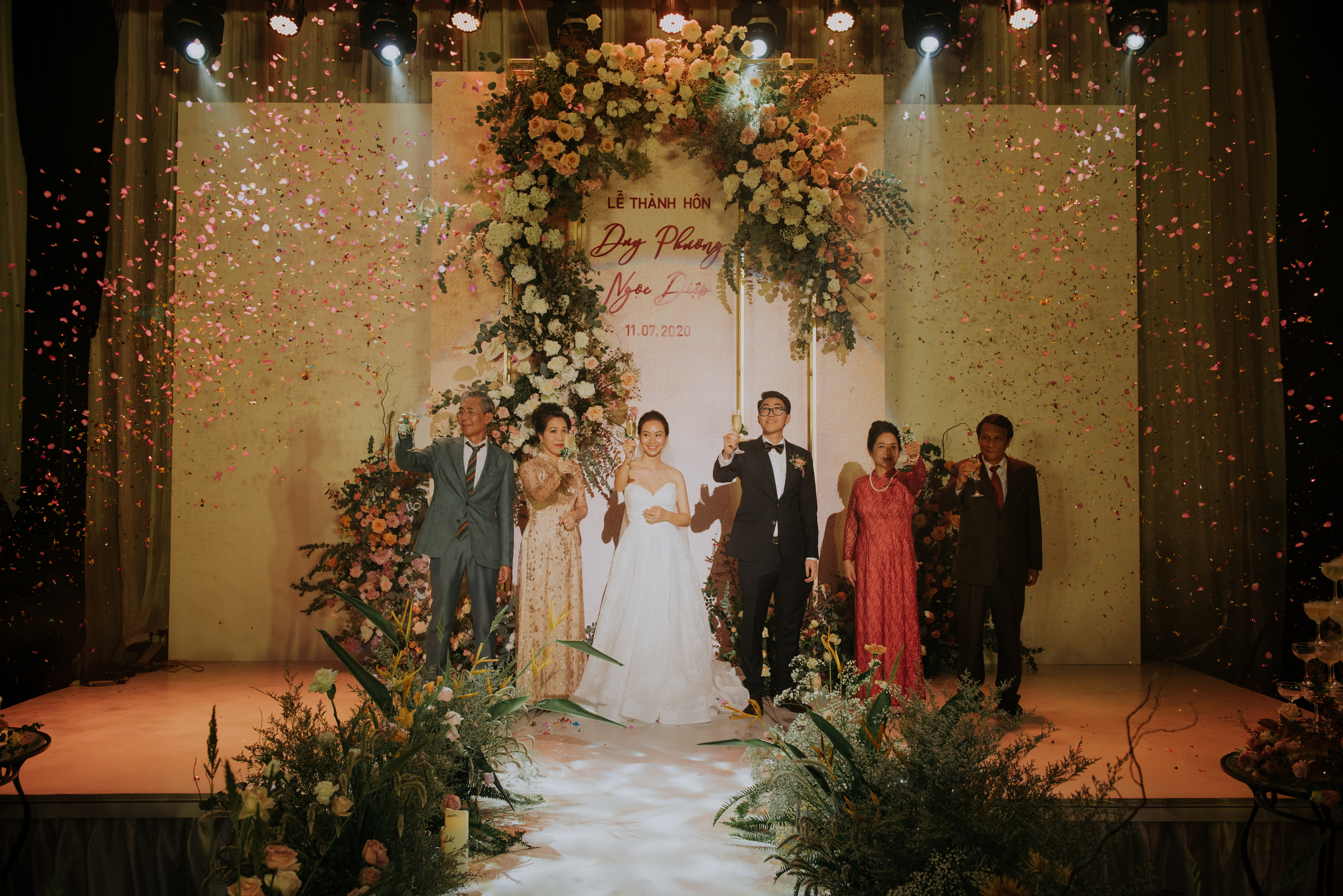 https://huk.s3.amazonaws.com/uploads/image/source/1452/Phuong-Diep-HN-Ceremony-2-0231.JPG