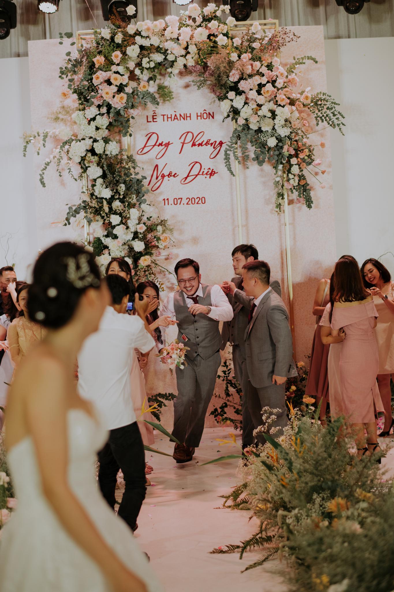 https://huk.s3.amazonaws.com/uploads/image/source/1457/Phuong-Diep-HN-Ceremony-2-0374.JPG